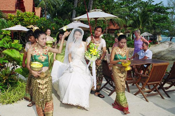 Getting Married In Thailand? Opt for a Buddhist Wedding in Koh Samui